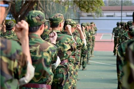 大学生军事课列入教学计划