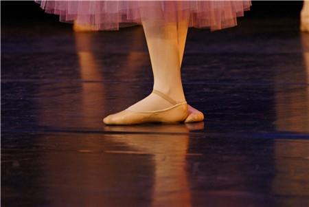舞蹈训练中的三个禁忌,艺考生千万别这样做!