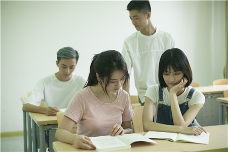 关于做好新型冠状病毒感染肺炎疫情防控期间学生资助工作的通知
