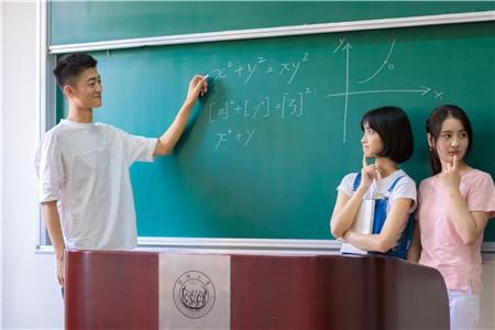 中等职业教育学校数及教师数波动分析
