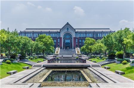 2020-2021年校友会大学排名波动分析